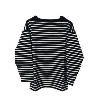 Sweater - Black i nr. 105 - Pris 1300,-