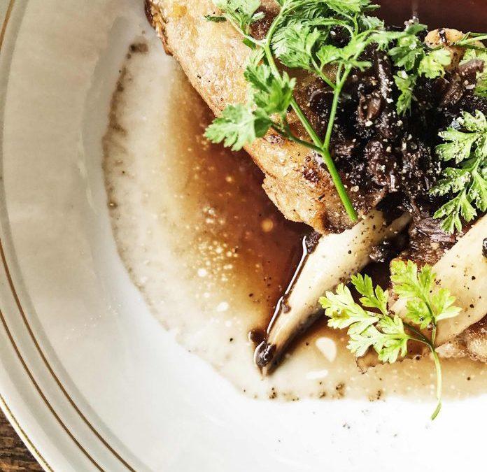 Restaurant Mêlée er både æblemost om mandagen og vin om fredagen