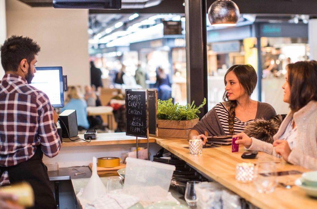 Guide til din uge: Gratis mad til åbning for ny restaurant, oplev byens skyggesider og teaterpremiere