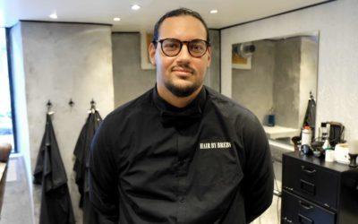 Ibrahim sælger sine egne hår- og skægprodukter i ny salon på Frederiksberg