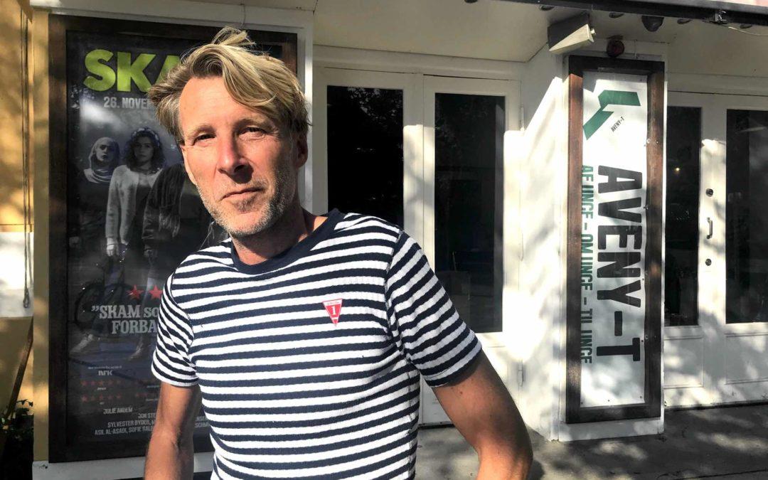 Kellerdirk skal rives ned: Men Jon Stephensen jubler over nyt kulturmotorhus