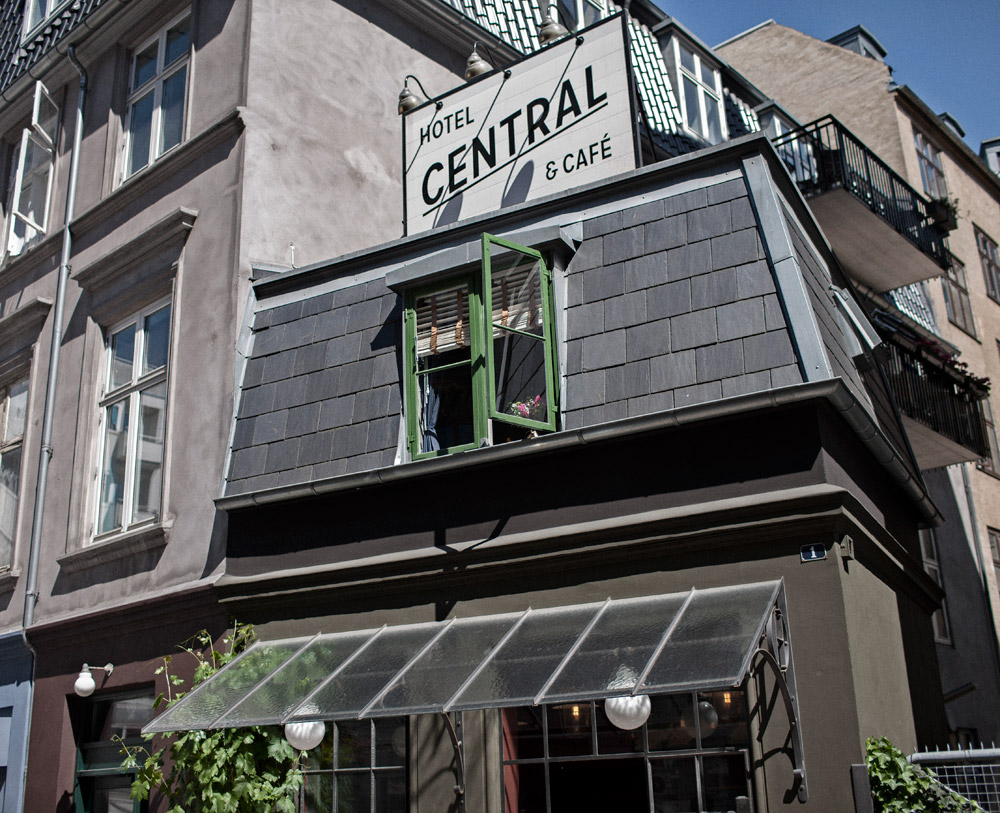 central-hotel-cafe-front