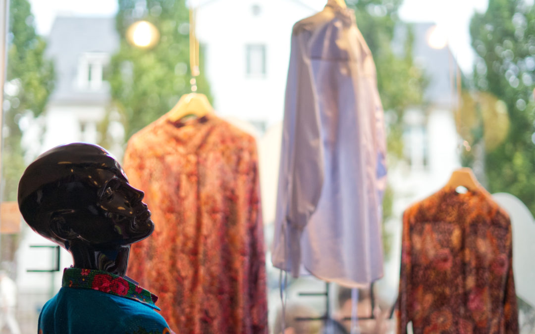 """Livet er for kort til kedeligt tøj hos LacourLilholm Copenhagen: """"Der er ikke meget leverpostej her"""""""